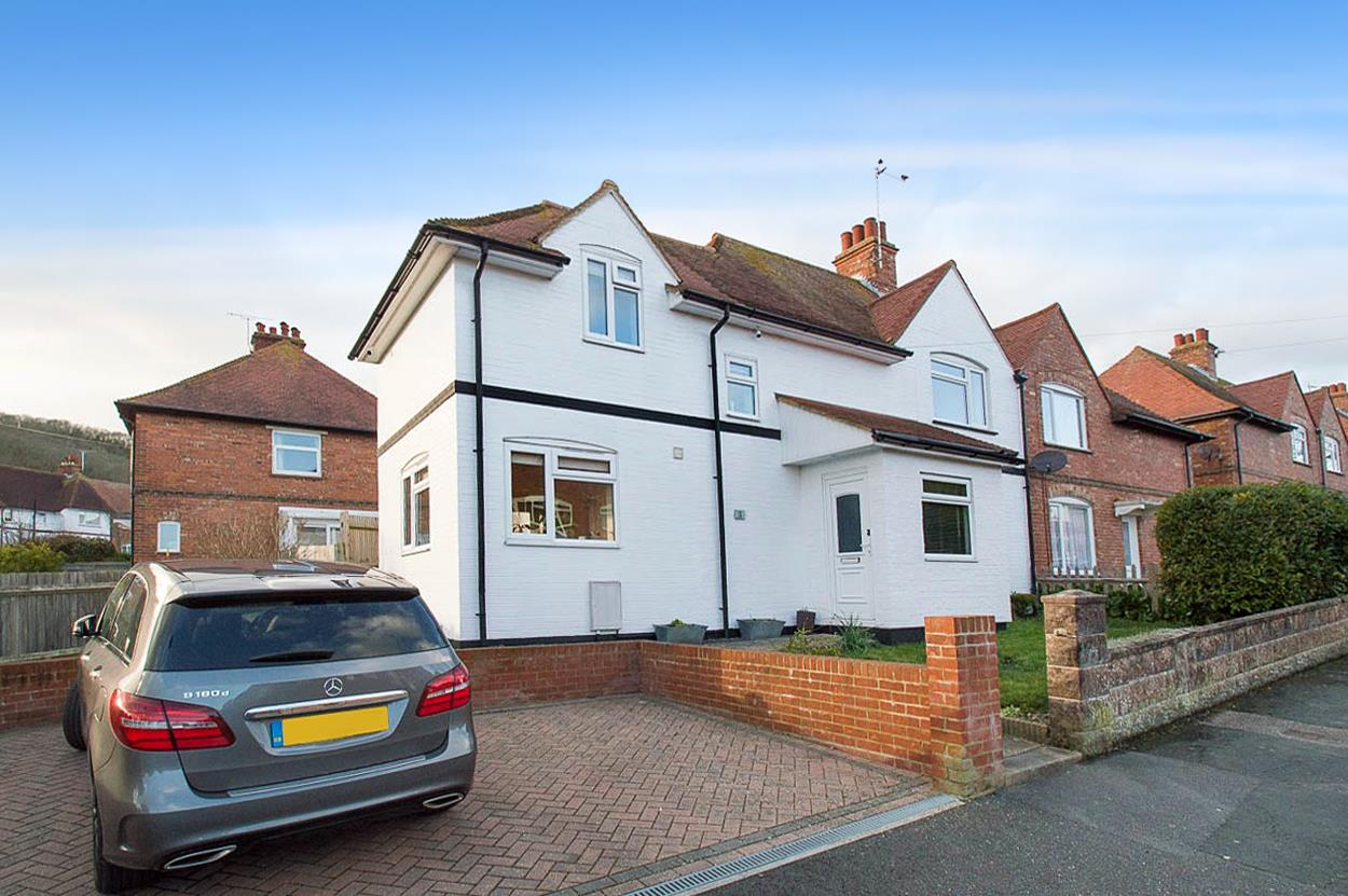 3 Bedrooms Semi Detached House for sale in Victoria Road, Eastbourne